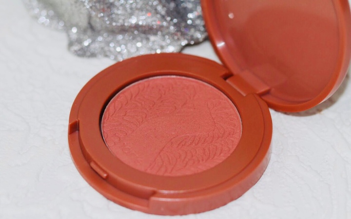 BLUSHIN' FEISTY WITH AMAZONIAN CLAY 12-HR BLUSH